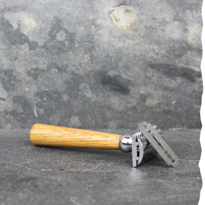 Rasoir de sûreté fabriqué en France et son lot de 10 lames pour rasage traditionnel. Lamazuna