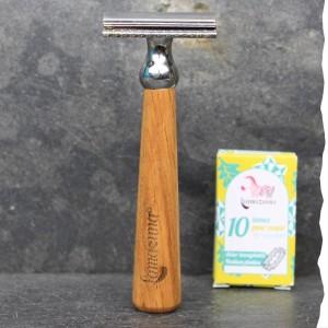 Rasoir de sûreté fabriqué en France et son lot de 10 lames pour rasage traditionnel. Lamazuna - artisanal - chêne