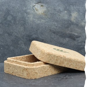 Ecrin de transport rectangulaire en liège pour les soins solides Umaï et l'après-shampoing solide Umaï - 100% végétal